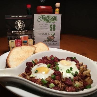 Joeys-tavern-breakfast-eggs-skillet