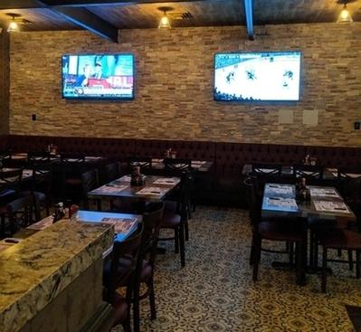 Village-Pub-warm-springs-arroyo-grande-dining-room